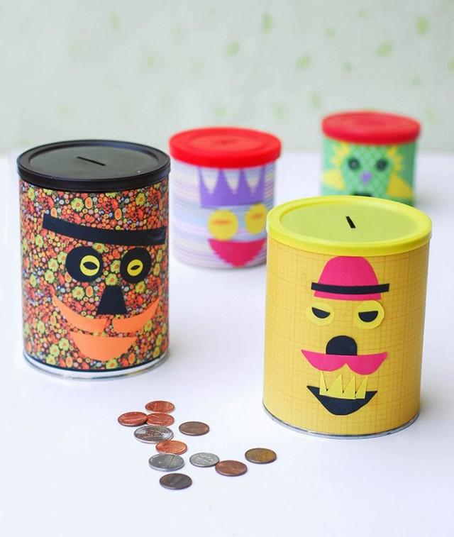 tirelire originale fabriquée à partir de boites à café customisées, papier coloré, traits de visage en papier, fente couvercle