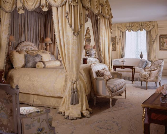 deco chambre, tapis beige à motifs floraux, lit king size, lampes de chevet, cantonnière, canapé blanc
