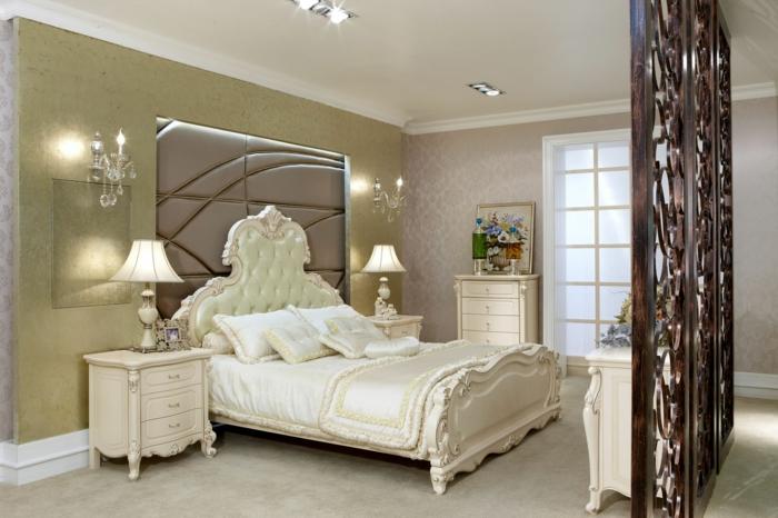 decoration interieur, murs damassé, tête de lit capitonnée, peinture avec fleurs, bougeoirs avec cristaux
