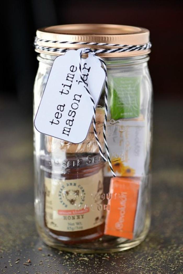 mason jar, cadeau fete des meres, bocal pause thé pour les mamans amateurs du thé, rempli de sachets de thé, pot de miel