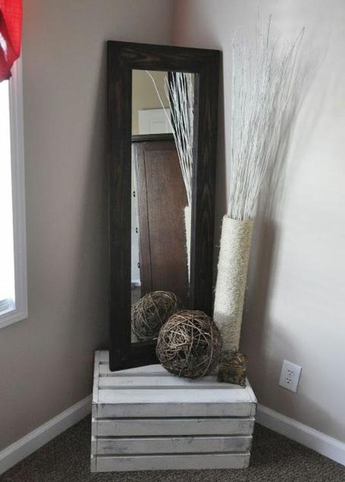 cagette bois, rangement décoration, miroir avec encadrement en bois, idée déco a faire soi meme, projet DIY