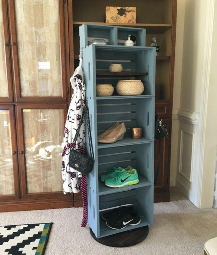 cagette en bois deco, rangement chaussures et accessoires deco, meuble repeint en bleu gris, caisse en bois deco