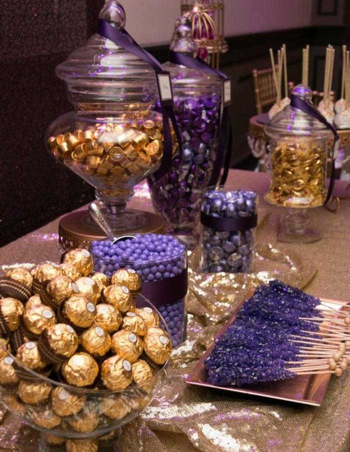 bar à bonbons mariage couleur violette et dorée, sucettes, bonbons fererro rocher, dragées, bonbons sucrés, mariage chic