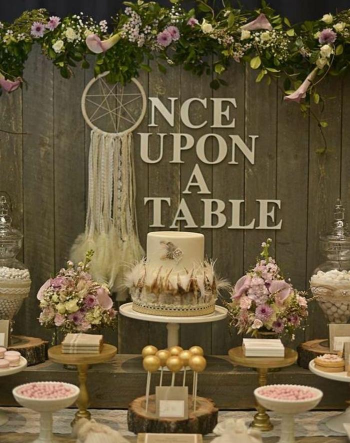 gateau centre de table, dragées, bouquets de fleurs, sucette de gateau, guirlande de fleurs, attrape reve, deco en bois, mariage champetre