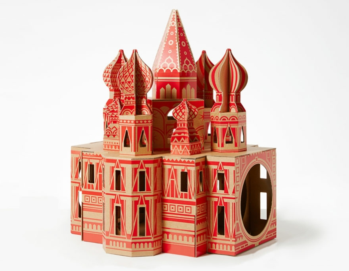 abri pour chat, joli chateau en carton créé comme maison de chat