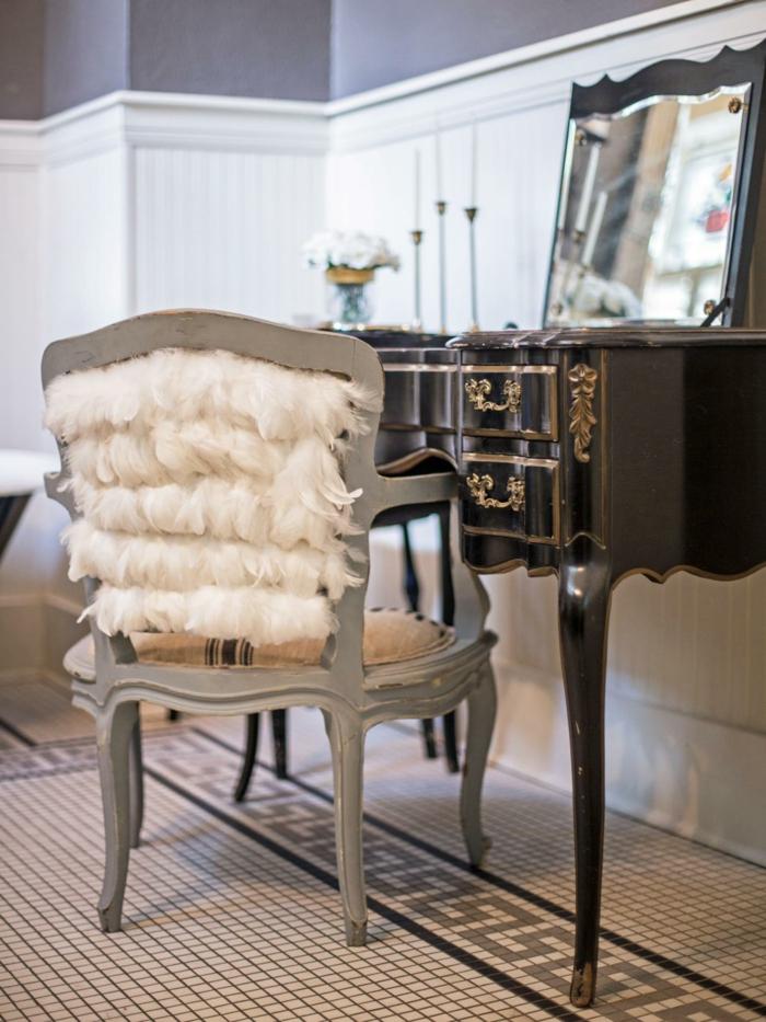 deco chambre, murs blancs, chaise en bois avec décoration en plumes, bouquet de fleurs blanches