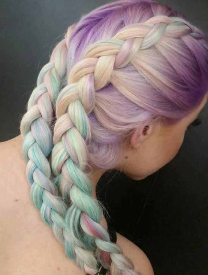 tresses collées type boxeur, cheveux couleur arc en ciel à effet ombré, blond cendré, mauve, vet, bleu, coiffure extravagante