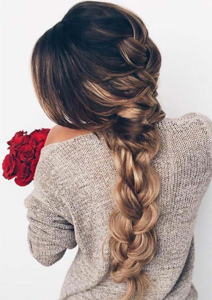 modèle de tresse bohème chic, cheveux longs marron, blond, balayage, coupe de cheveux dégradé, pull femme, comment faire une tresse