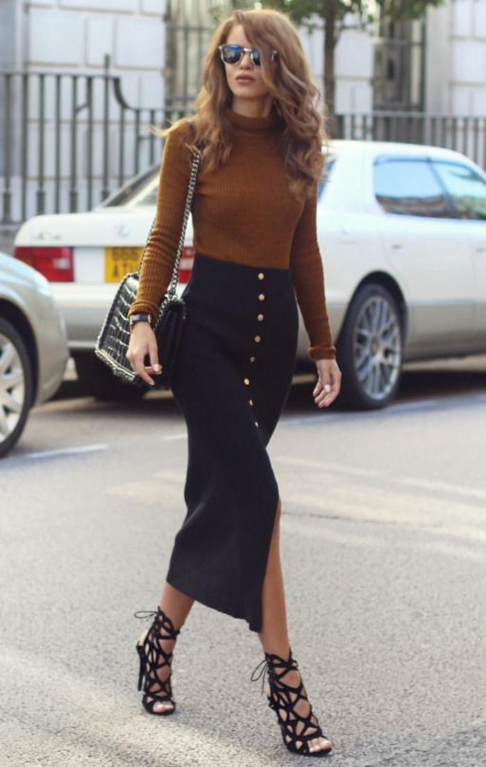 tenue chic femme jupe jean mi-long avec boutons en front