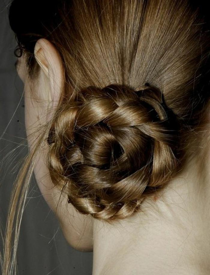 1001 id es de coiffures avec un chignon rapide - Chignon bas cote ...