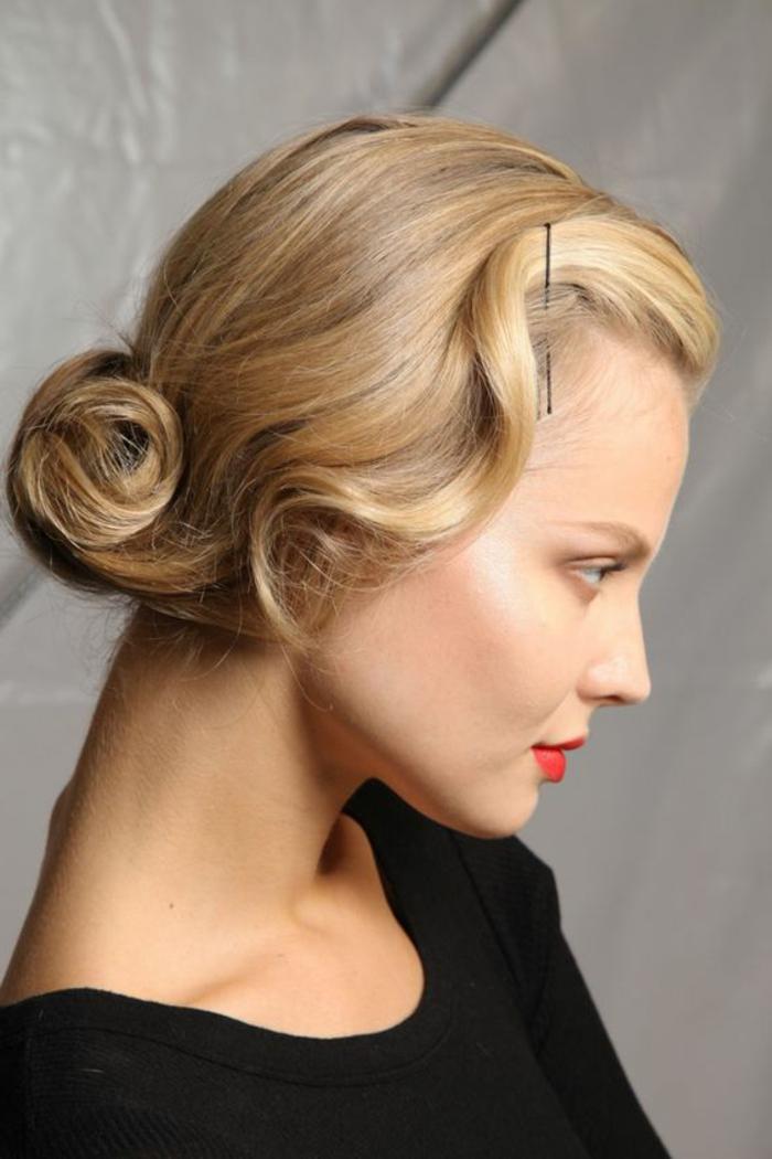 chignon facile à faire, coiffure pin up avec un chignon bas