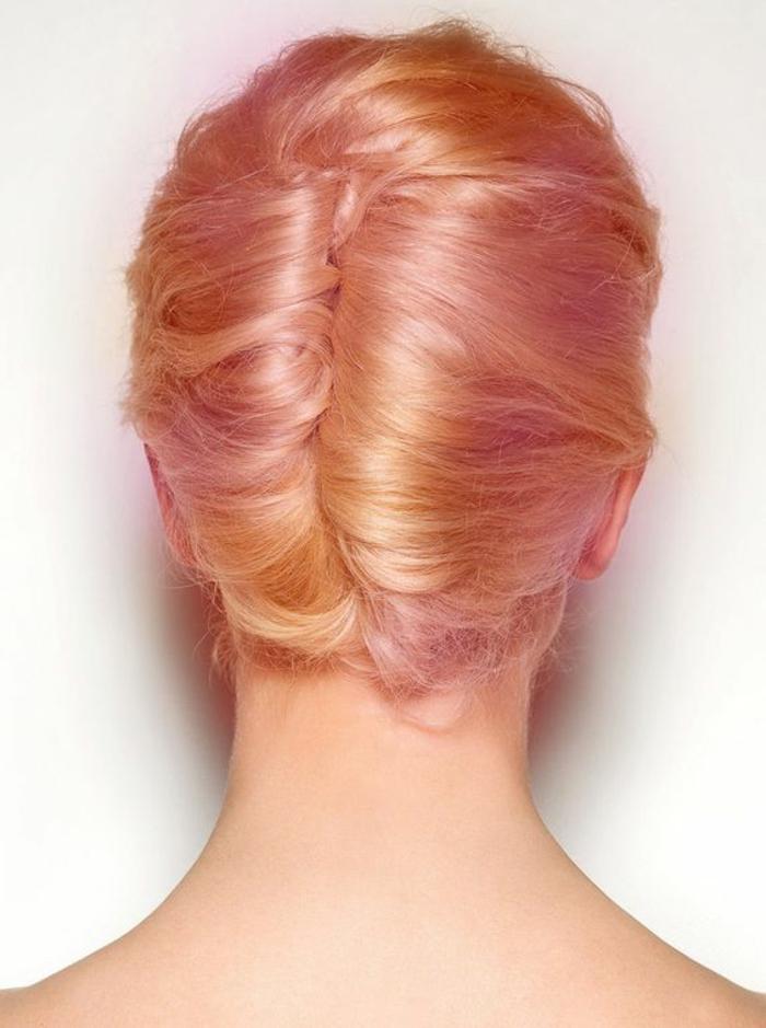 chignon simple, deux rouleaux de cheveuxn chignon élégant
