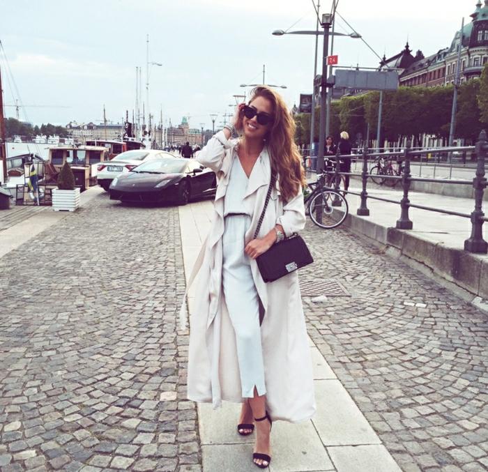 Voyage en avion comment bien s habiller femme stylée en blanc