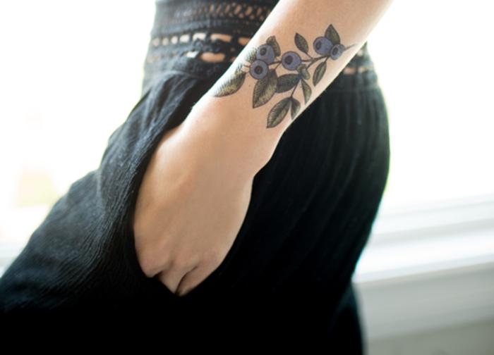 Adorable tatouage femme fleur tatoo signification myrte