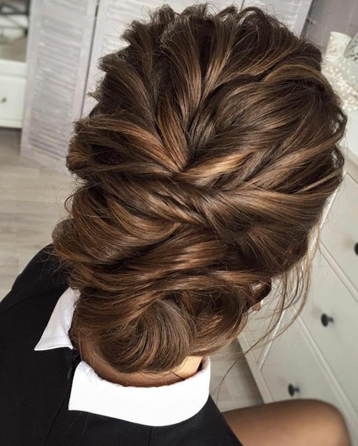coiffure chignon facile, chignon avec beauoup de sections enroulées