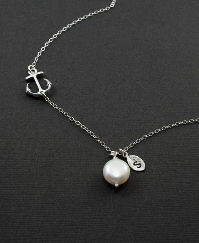 collier perles avec des motifs marins en argent avec chainette fine