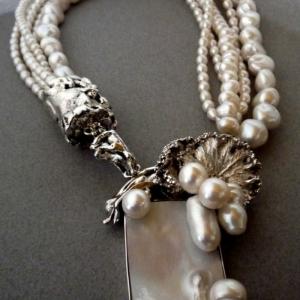 Collier de perles - un accessoire glamour qui rehausse votre style. 81 modèles
