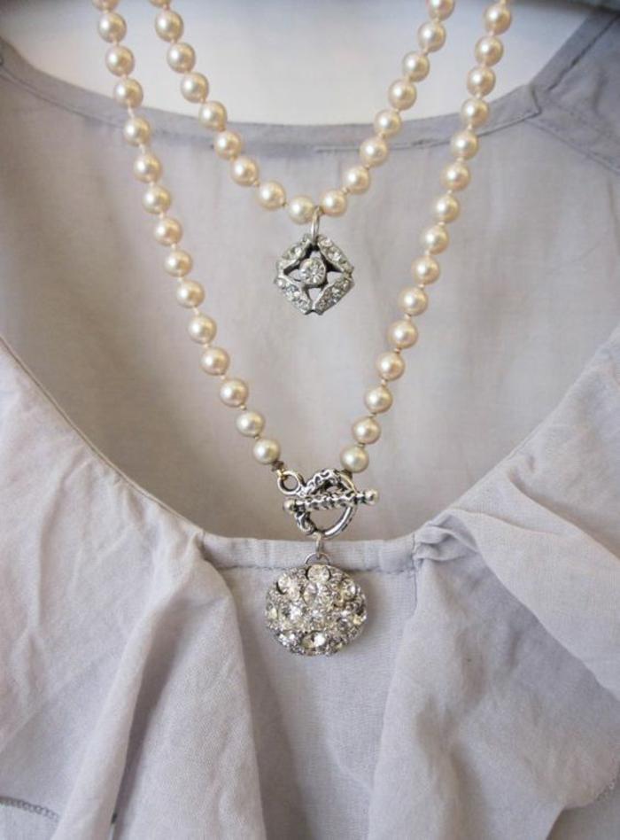 collier en perles style vintage rétro et glamour perles blanches et parties en argent