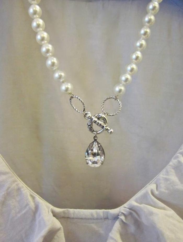collier perles de culture avec un grand crystal de montagne longueur midi