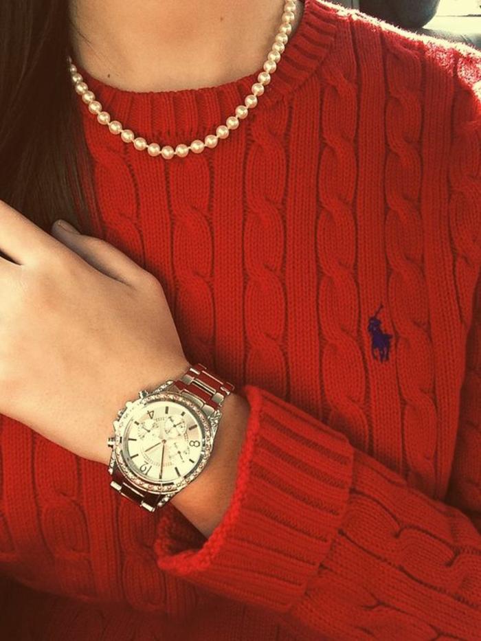 colliers perles de culture pull rouge Ralph Lauren avec logo et motifs tressés en relief