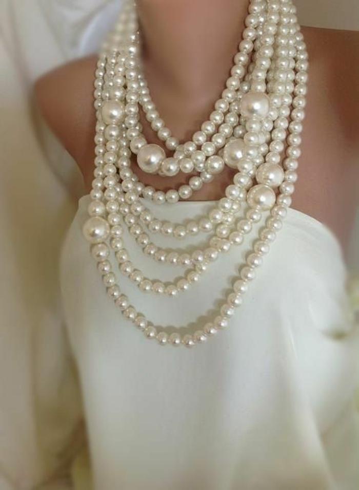 collier perles grandes et petites blanches pour la mariée ou pour impressionner