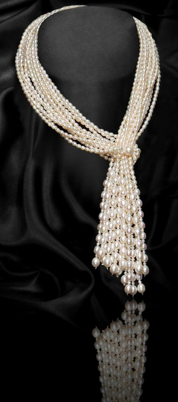 collier de perle massif nuances beiges pour faire une grande impression
