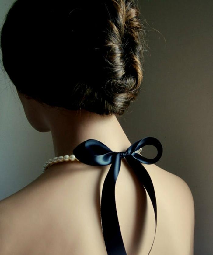 collier de perle avec partie en satin noir sexy provocant et hyper séduisant