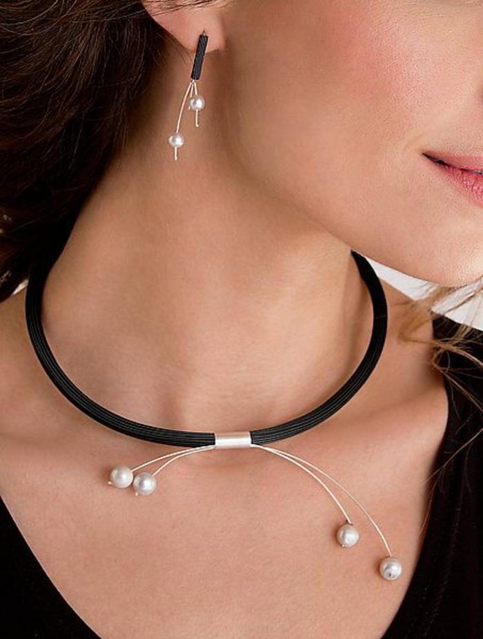 collier de perle ensemble avec des boucles d'oreilles sur fil métallique en noir