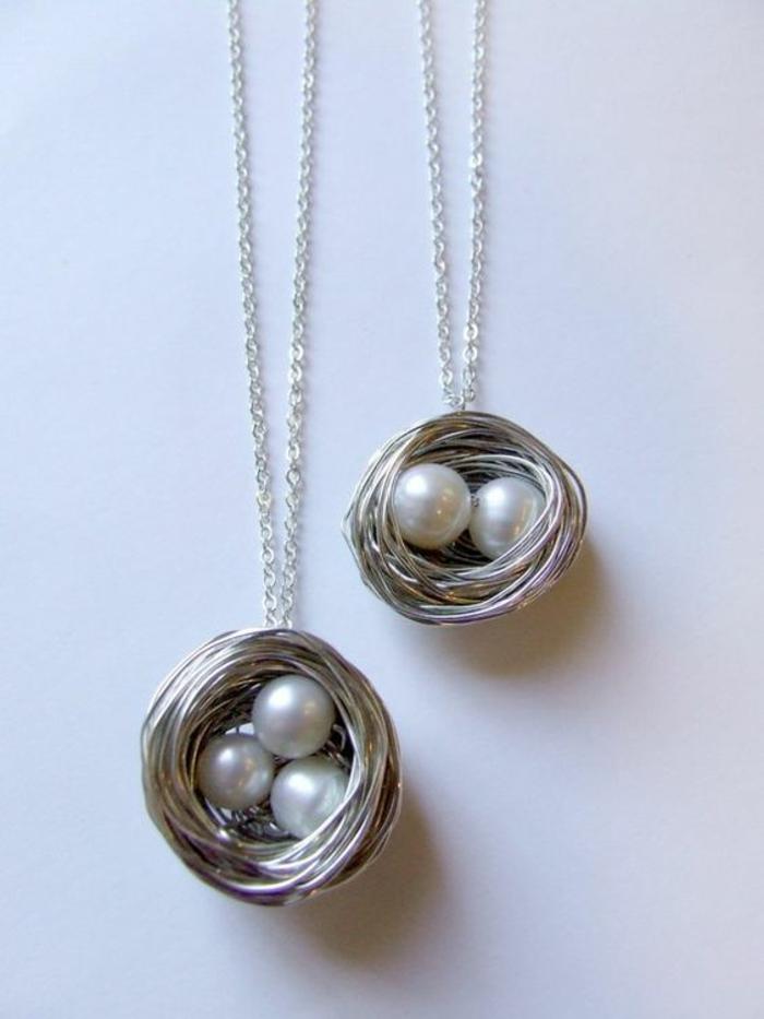 collier de perles blanches motif nid avec des oeufs blancs chaine en argent maille medium