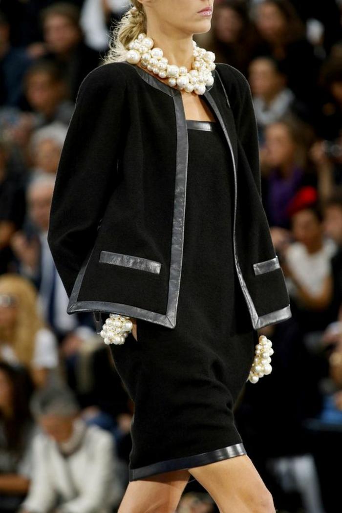 collier perles de culture ensemble avec jupe en noir lignes sublimées en simili cuir