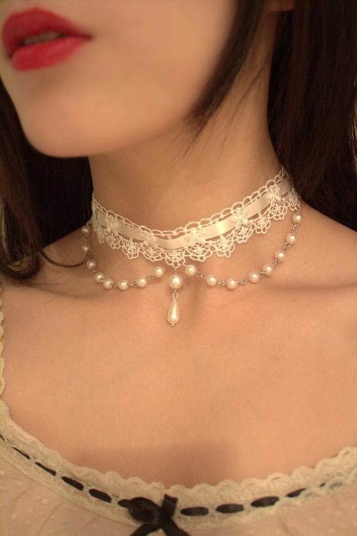 collier perle de culture style Renaissance très sexy et séduisant