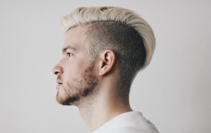 Coiffure pour cheveux court blond homme