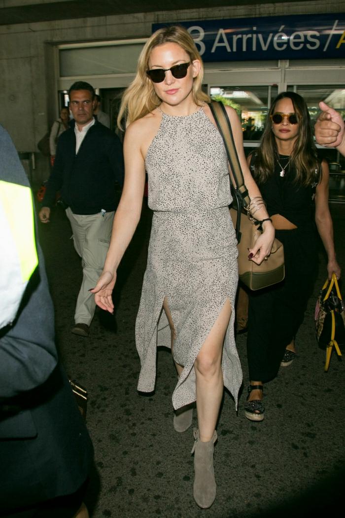 Belle tenue pour prendre l avion s habiller bien robe mi-longue