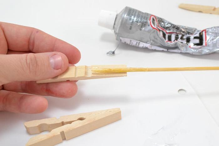 comment réaliser un dessous de plat en bois recyclé, que faire avec des pinces à linges en bois vintage