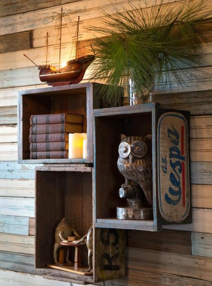 cagette en bois, bouquins vintage, bougies, sculpture hibou, deco florale, navire décorative, lambris, idee comment décorer un salon retro