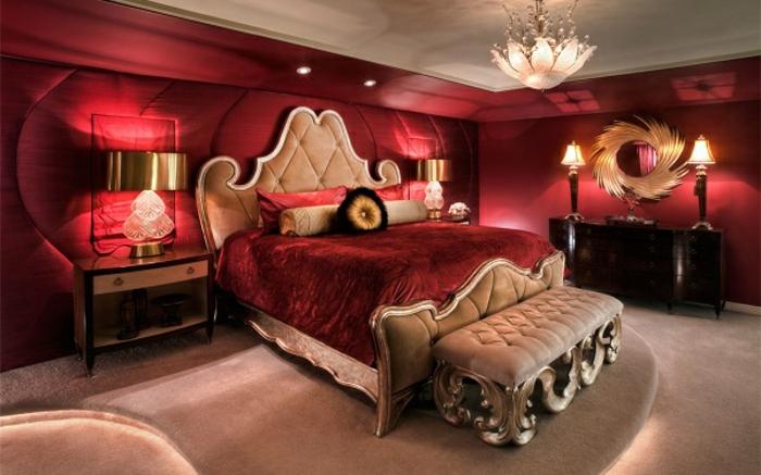 decoration interieur, banc beige capitonné, lampe de chevet en cuivre, miroir motif soleil, abat-jour tulipe
