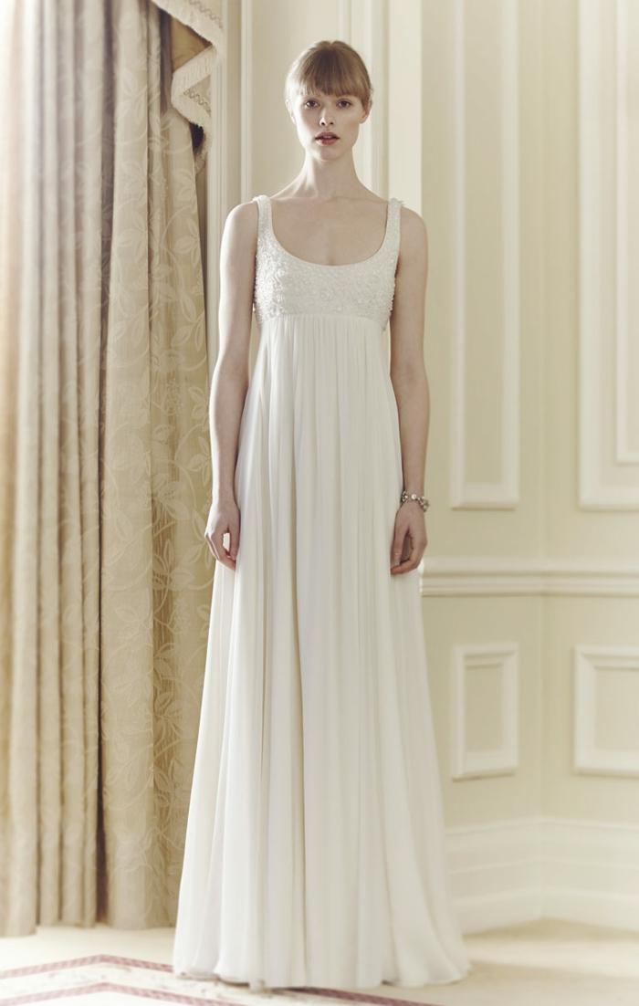 une robe de mariée style empire élégante et fluide avec bretelles, robe mariée aux lignes épurées