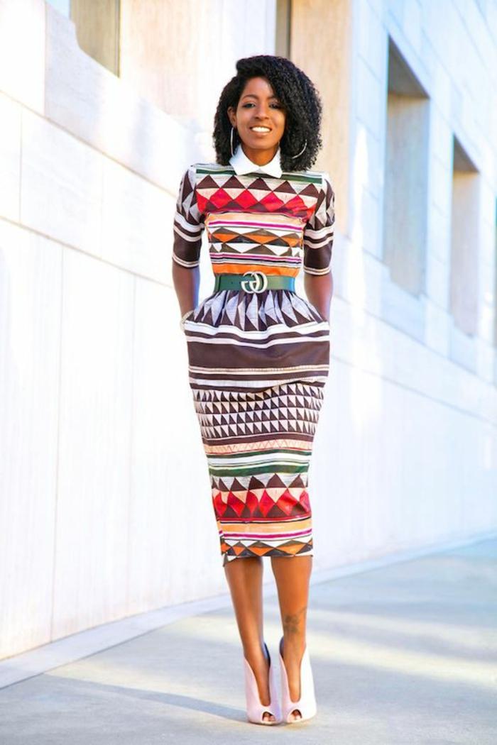 couture africaine, robe crayon, motigs graphiques et col de chemise blanc