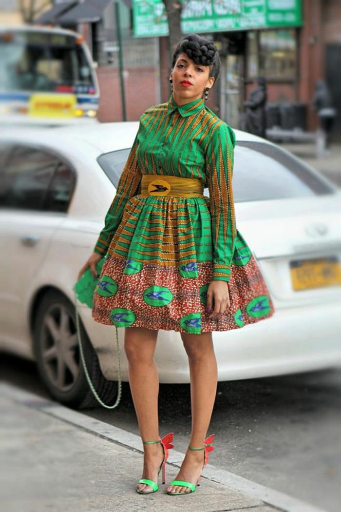 couture africaine, robe mi-longue patineuse en vert et jaune, ceinture jaune