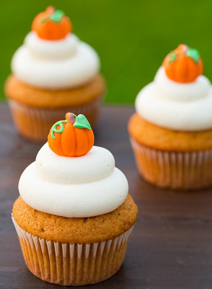 comment faire des cupcakes à la citrouille, recette glacage de fromage à la crème, decoration citrouille orange sucré