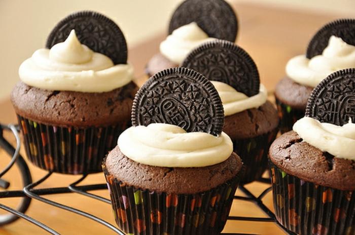 cupcake chocolat, biscuits oreo, recette glacage crème au beurre, idée comment faire des cupcakes soi meme