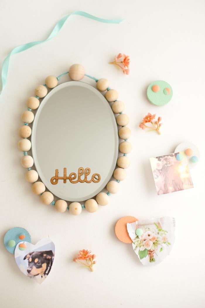 réaliser un cadre de miroir en bois naturel, décoration du casier d'école en perles bois