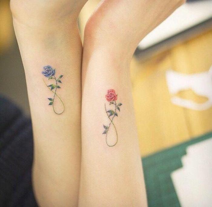 Magnifique tatouage petite fleur tatouage rose infini