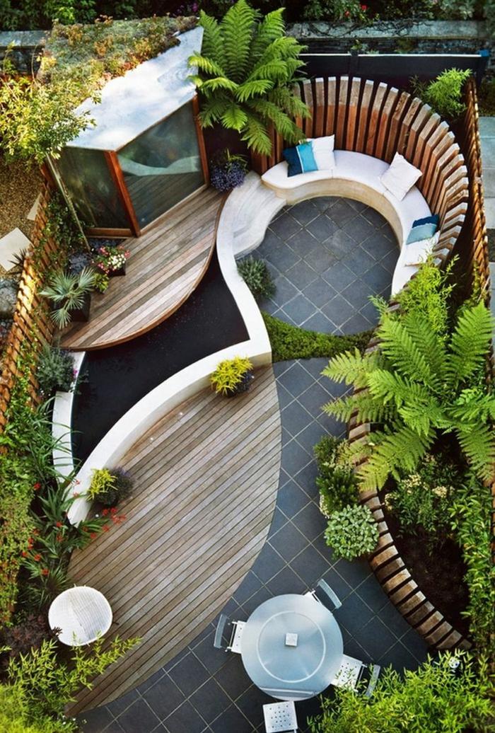 bouddha deco exterieur, plateforme en bois, broussailles vertes, petite table ronde