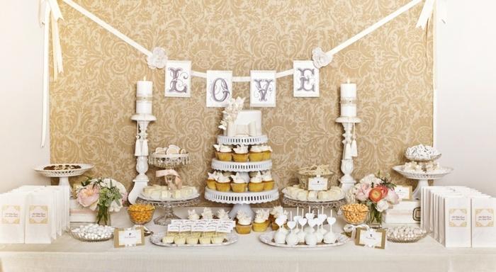dragées, cupcakes, petits gateaux, sucette de gateau, chandeliers decoratifs, petits bouquets de fleurs, guirlande en papier et ruban, decoration bar a bonbon
