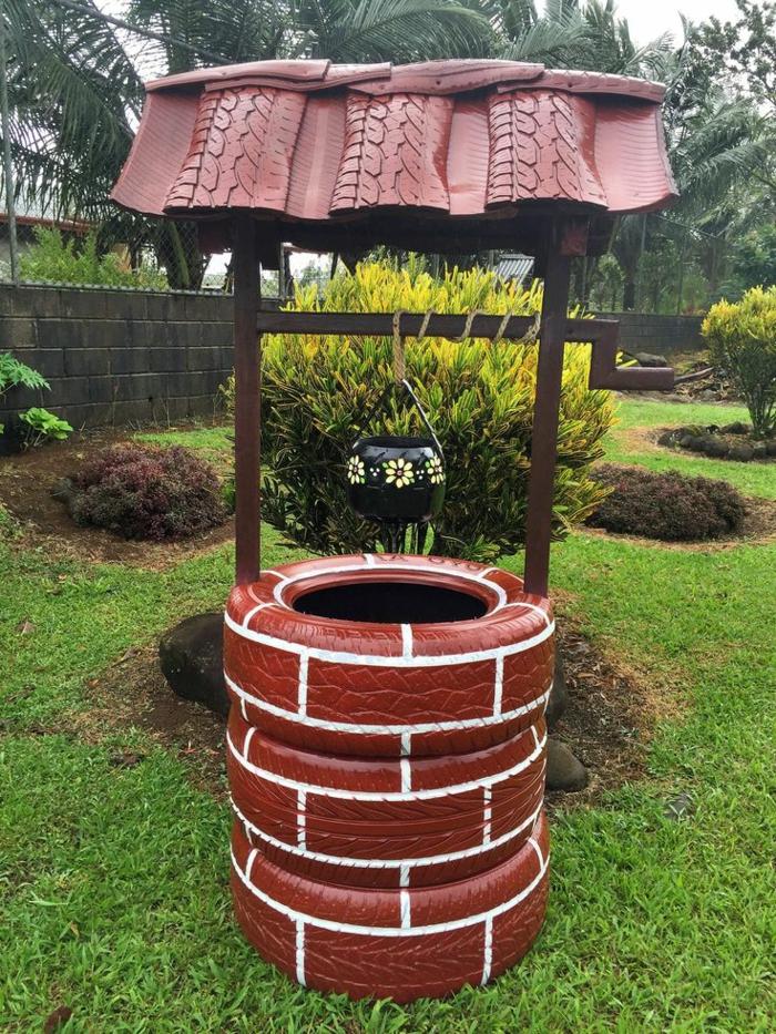 idee deco jardin a faire soi meme, pneu recyclé en marron avec lignes blanches, puits décoratif de jardin