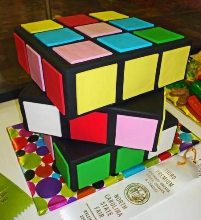 Idée gâteau d anniversaire gateau original anniversaire rubik cube