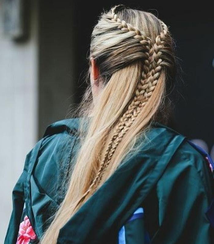 coiffure tresse intéressante, femme cheveux vlonds lonfs, deux tresses, cheveux lachés, comment faire une tresse