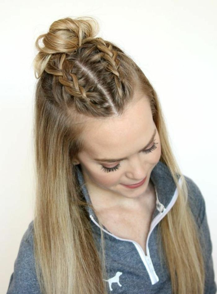deux tresses collées et chignon bun, cheveux longs lisses