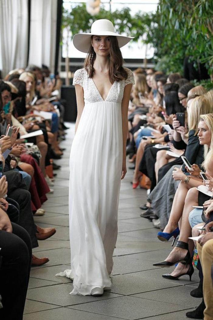 une robe mariée empire dans l'esprit bohème chic, robe de mariée légère à manches courtes dentelle